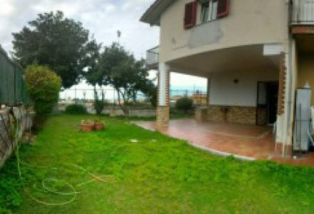 MARANO (SAN ROCCO) - Via Benedetto Croce, independent villa with garden in residential park
